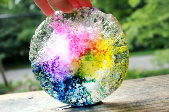 Направете си Топящи се цветни, ледени блокове